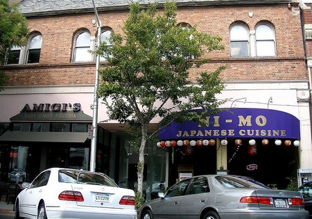 Kantor Pertama YouTube diapit Pizzera dan Japanese Cuisine