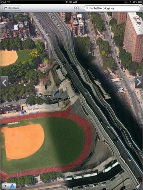 Jembatan Manhattan di New York seperti mainan plastik yang meleleh
