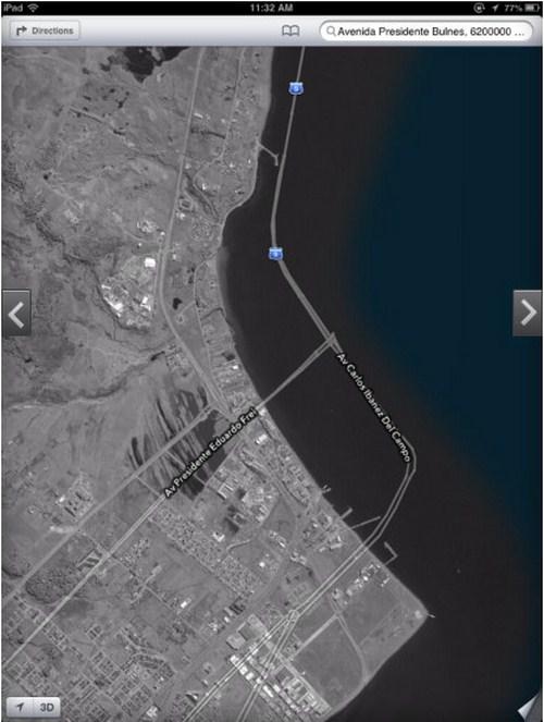Di Punta Arenas, Chile, ada jalan raya yang terbentang di tengah lautan. Jalan raya ini terduplikasi sampai ke tengah lautan.