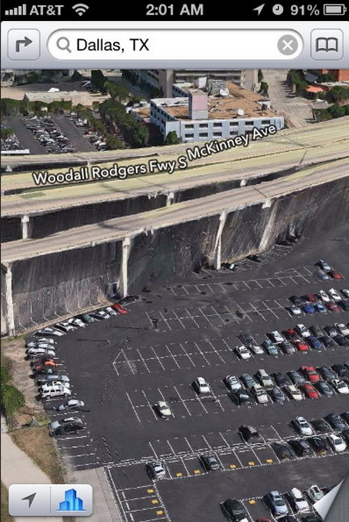 Panasnya matahari sepertinya terlalu kuat hingga melelehkan sebagian besar mobil di parkiran, Dallas.