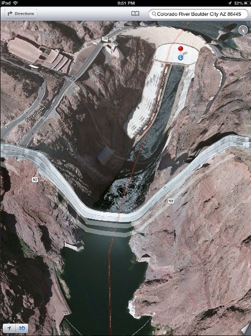Jembatan sungai Colorado di Hover Dam, tampak anjlok sampai ke dasar sungai.
