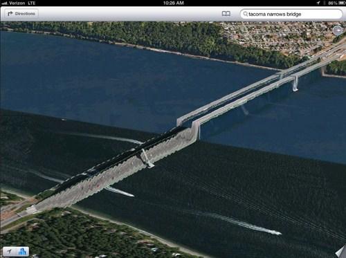 Jangan lupa memakai baju renang jika lewat jembatan ini, karena separuhnya terletak didalam air.