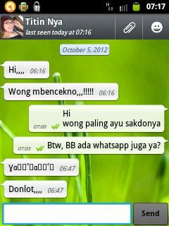 WhatsApp juga menambahkan berbagai karakter emoticon yang menjadikan