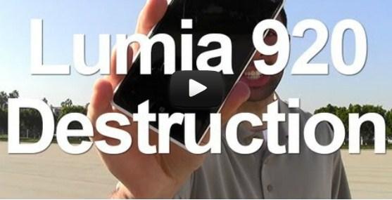 Nokia Lumia 920 ini Dilindas Mobil dan Dipukul dengan Kayu
