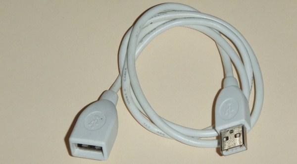 Apakah Port USB Kamu Terlalu Berdempetan? Berikut Solusinya..