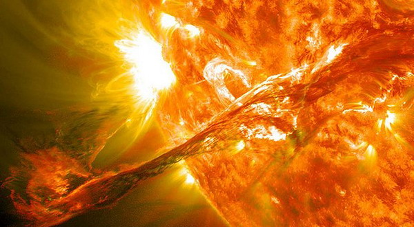 Inilah Foto dan Video Ledakan Matahari Terdahsyat Ditahun 2012