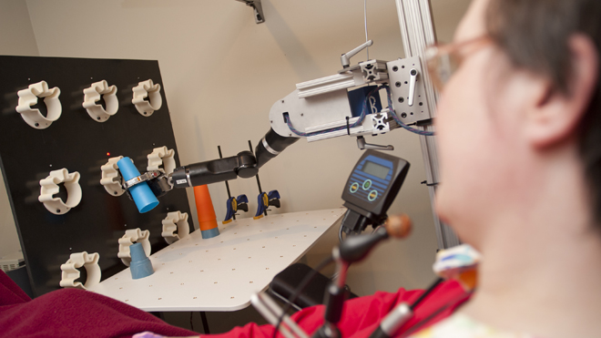 Lengan Robotik ini Bergerak dengan Kendali Pikiran Seorang Penderita Lumpuh