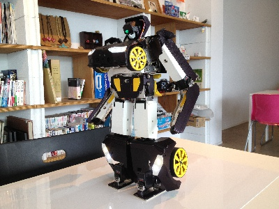Pria ini Membuat Robot Transformer dalam Ukuran Kecil Menjadi Kenyataan