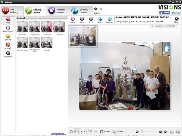 Visions: Image Viewer 3D dengan Fitur Pengolah Foto dan Pembuat Kartu Ucapan