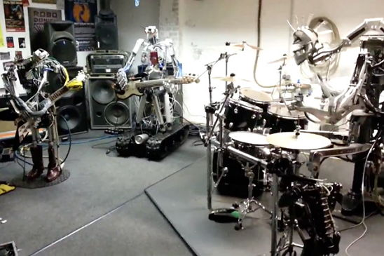 Band Beranggotakan Robot ini Membawakan Lagu The Ramones (Video)