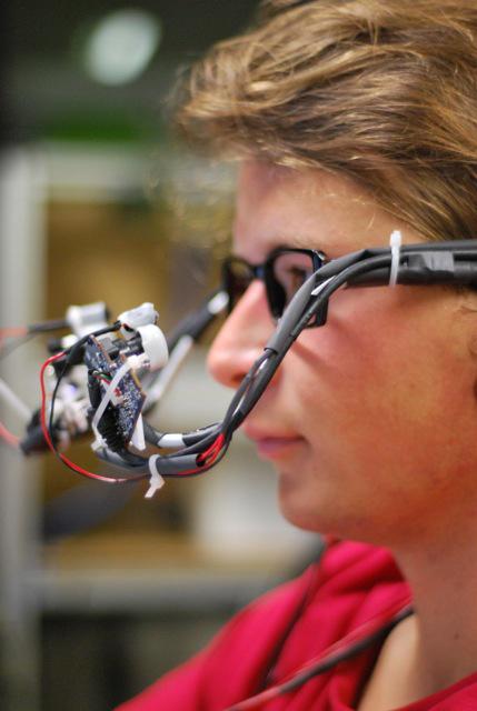 Tobii Gaze : Mengoperasikan Komputer Lewat Pandangan Mata
