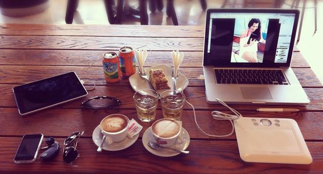 5 Tips Agar Lebih Produktif Saat Bekerja di Cafe Hotspot