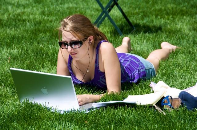 13 Tempat untuk Menghasilkan Uang Secara Online (Ebook)